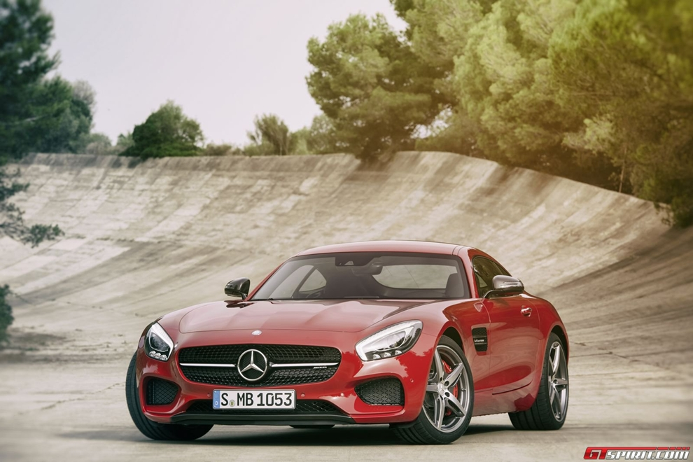 Siêu xe Mercedes AMG GT lộ diện gây thất vọng về thiết kế