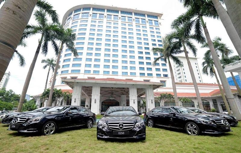 Mercedes-Benz bàn giao E-Class limousine cho khách sạn Daewoo