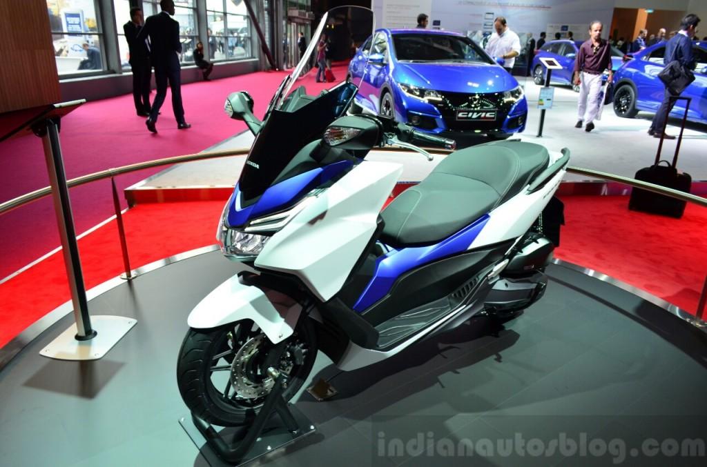 """Paris Motor Show 2014: Honda """"chơi trội"""" trưng bày xe ga Forza 125"""