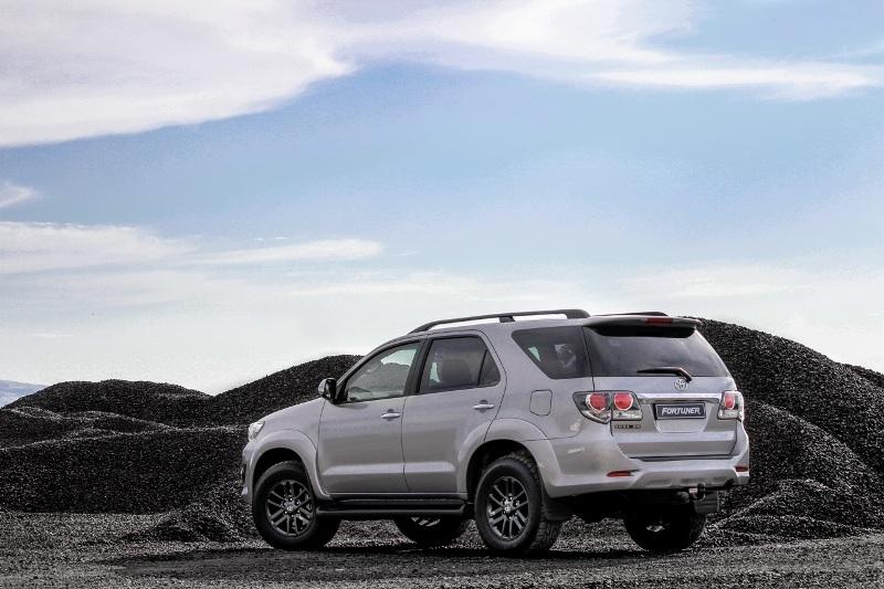 Toyota Fortuner ra mắt phiên bản dung tích nhỏ 2.5 lít