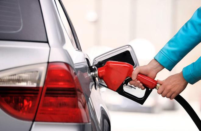 Giá xăng giảm 1.900 đồng/lít