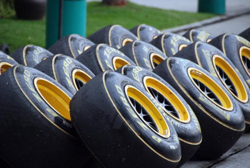 """Hãng lốp Pirelli """"bán mình"""" cho Trung Quốc"""