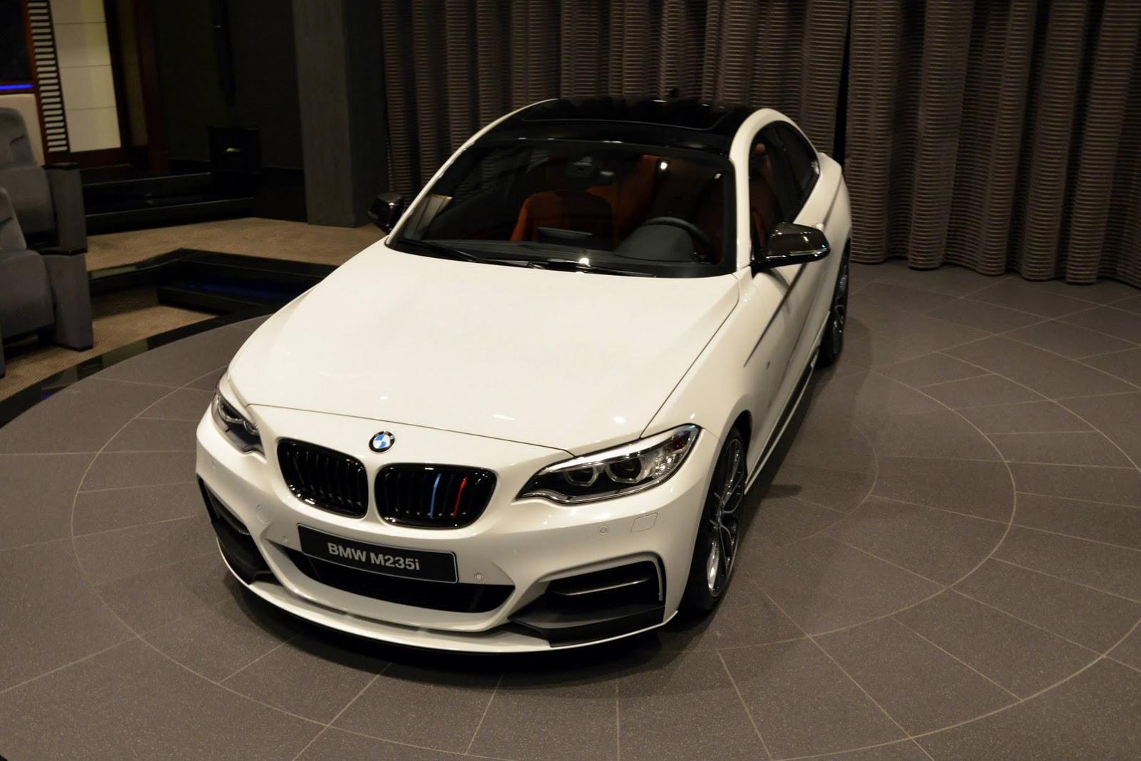 BMW M2 tính năng cao bất ngờ xuất hiện tại showroom