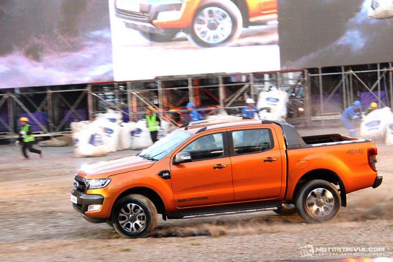 Ford Ranger 2015 chính thức có giá bán từ 350 triệu đồng tại Thái Lan