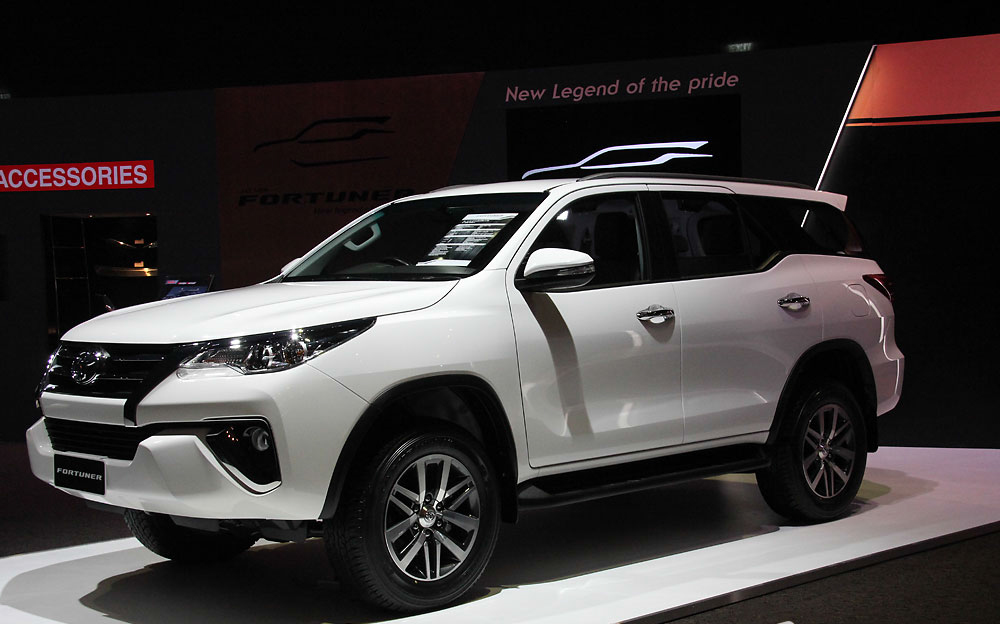 "Soi chi tiết SUV ""hot"" Toyota Fortuner 2016"