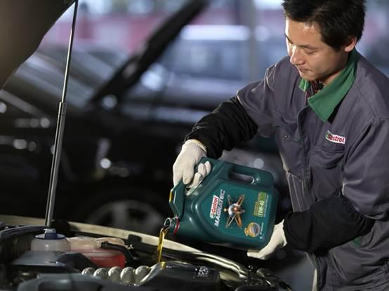 """Bí kíp tránh """"hao mòn động cơ"""" xe ô-tô của thợ máy lành nghề"""