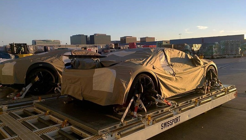 Cặp đôi Bugatti Chiron lộ diện