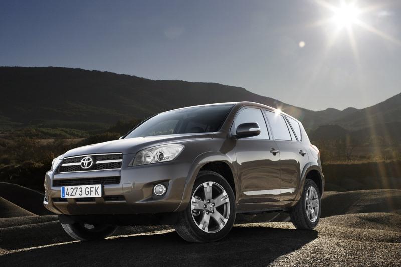Toyota thu hồi hàng nghìn xe dòng RAV4