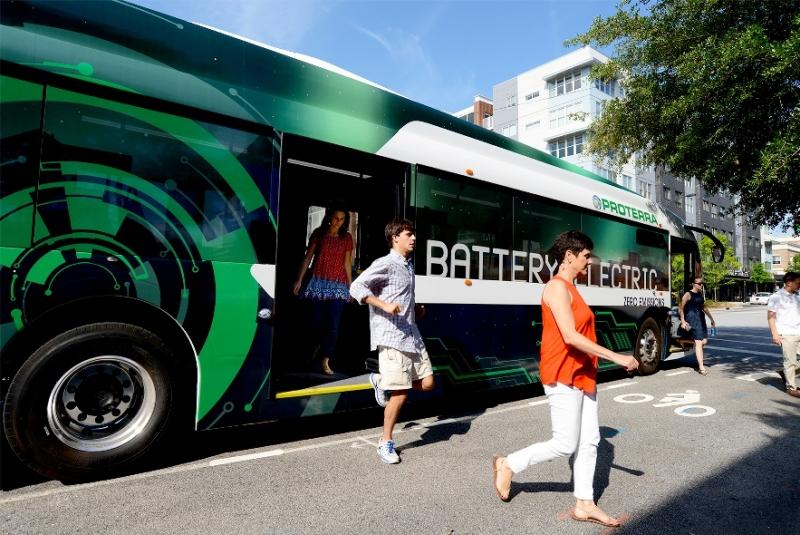 Xe buýt điện đi được 402 Km cho mỗi lần sạc