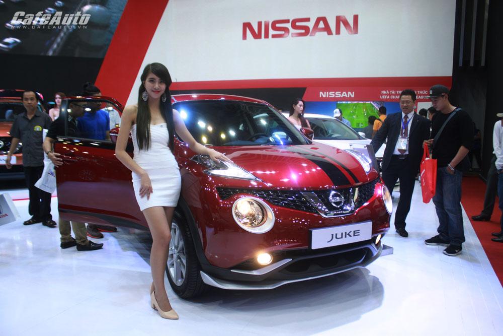 Xem xe, lái thử và chơi game tại gian hàng Nissan Việt Nam