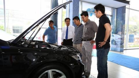 Vì đâu người Việt chưa thể mua ô tô?
