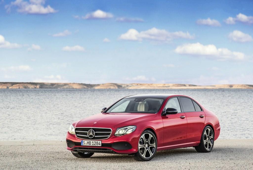 Mercedes-Benz E-Class 2017 có giá từ 49.427 USD