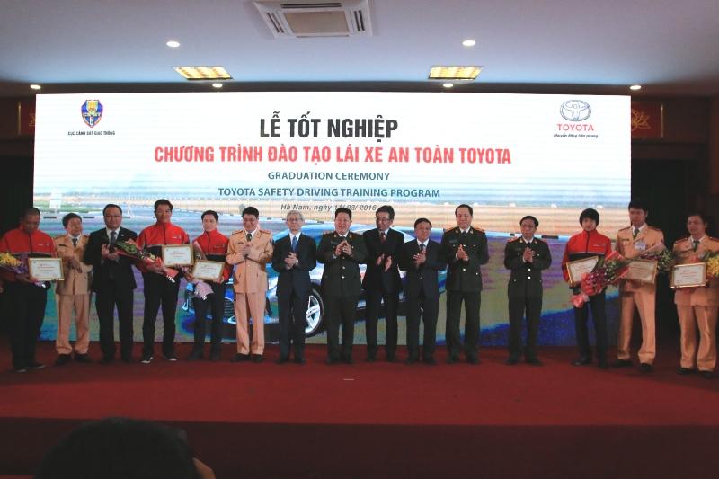 Toyota Việt Nam tổ chức lễ tốt nghiệp chương trình đào tạo lái xe an toàn