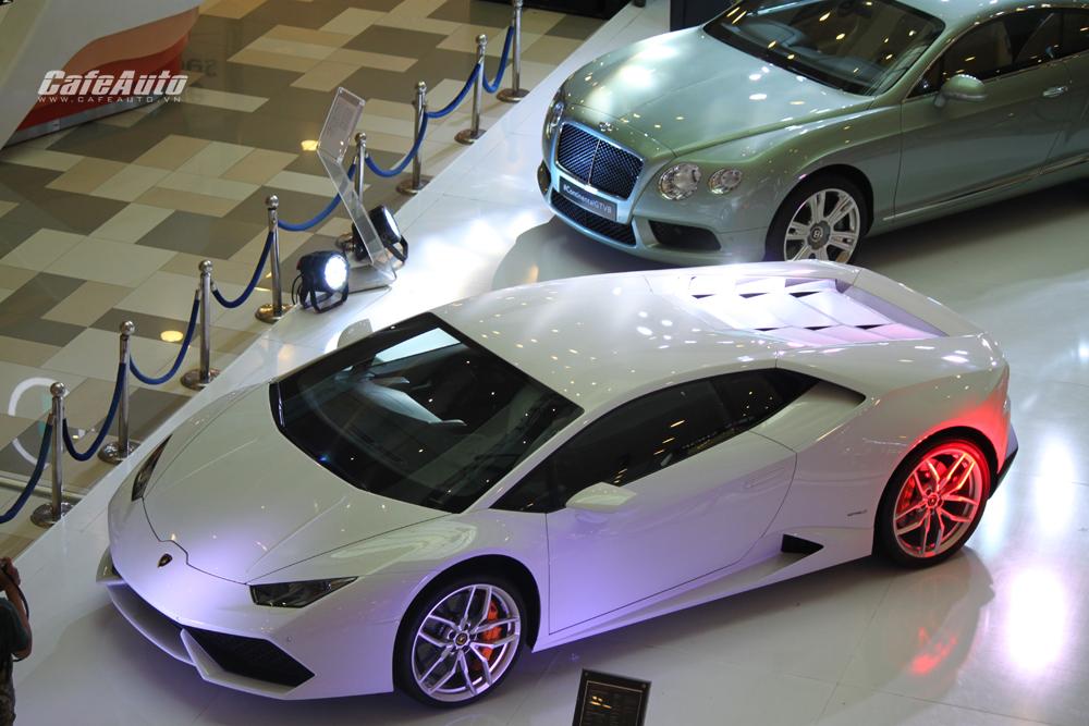 """Bộ đôi Lamborghini Huracan LP610-4 và Bentley Continental GT V8 """"khoe dáng"""" tại Sài Gòn"""