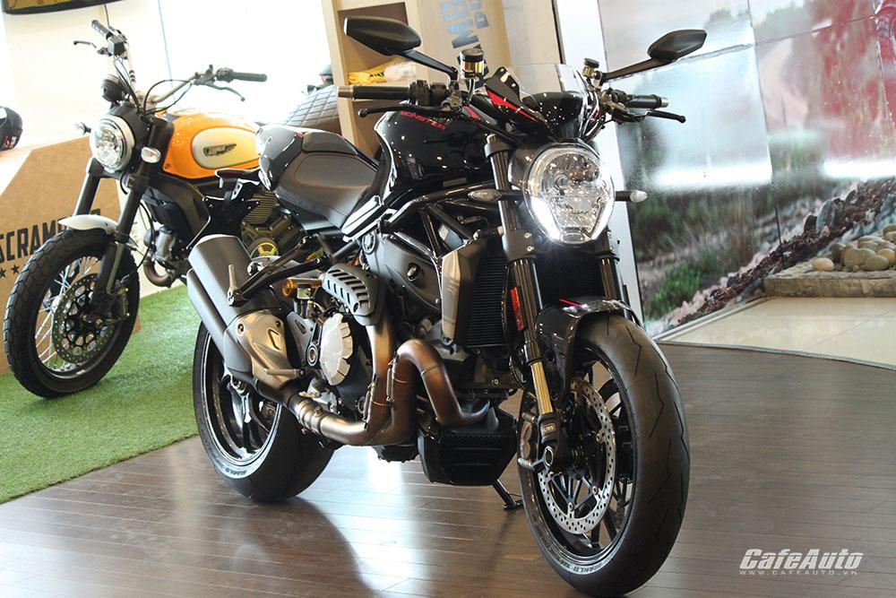 """Cận cảnh """"quái vật"""" Ducati Monster 1200 R vừa cập bến Việt Nam"""