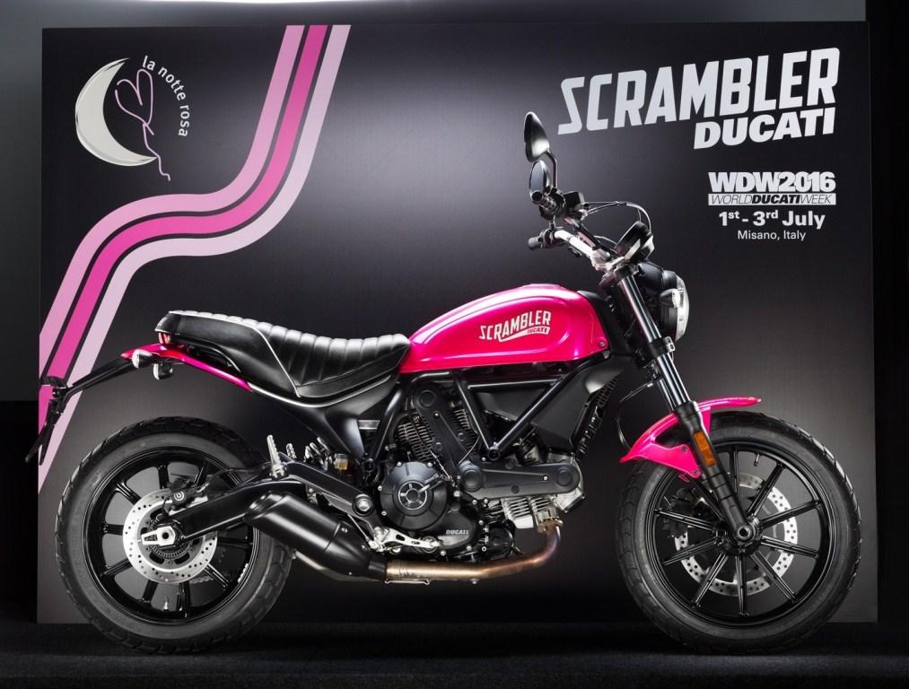 """Ducati Scrambler Sixty2 hóa """"nữ tính"""" với phiên bản màu hồng"""