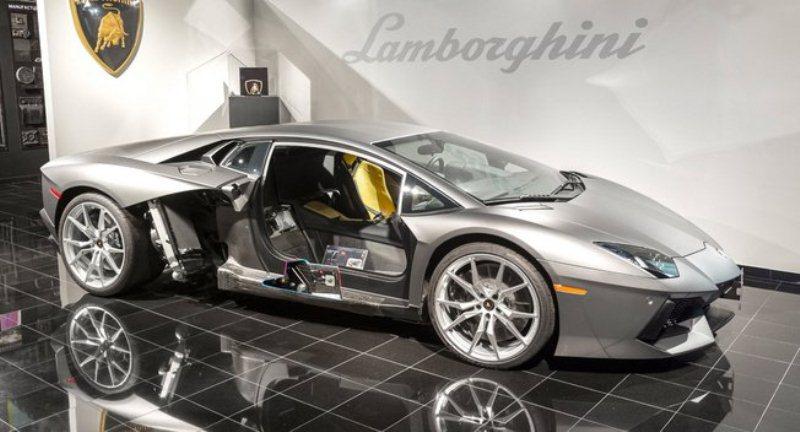 Lamborghini mang sợi carbon vào sản xuất động cơ
