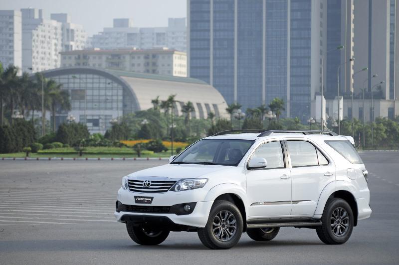 Toyota bán 24.854 xe tại Việt Nam trong nửa năm 2016