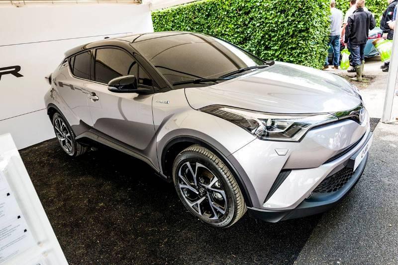 Toyota C-HR chạy thử nghiệm trên đường phố Nhật