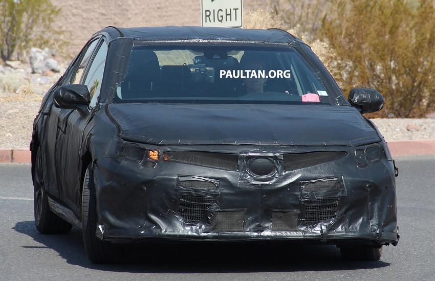 Toyota Camry 2018 chạy thử nghiệm tại Thung lũng chết