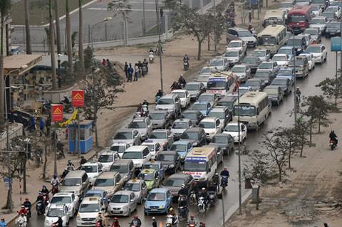 Sở Giao thông Hà Nội: Ôtô chiếm dụng mặt đường ngang xe máy
