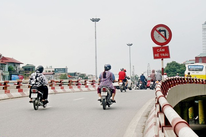 Từ ngày 1/11/2016, biển báo cấm rẽ trái 123a không cấm quay đầu