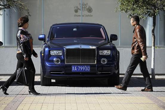 Xe sang tại Trung Quốc sẽ phải chịu thêm 10% thuế
