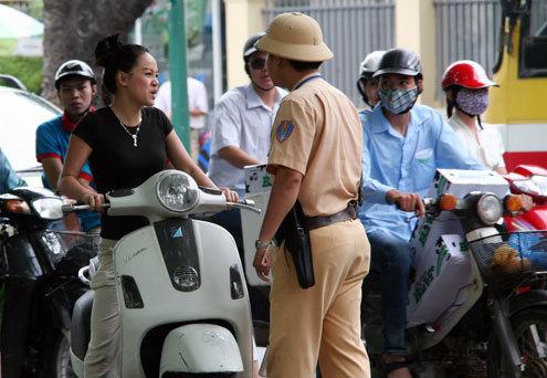 Những lỗi gây ức chế của người đi xe máy tại Việt Nam