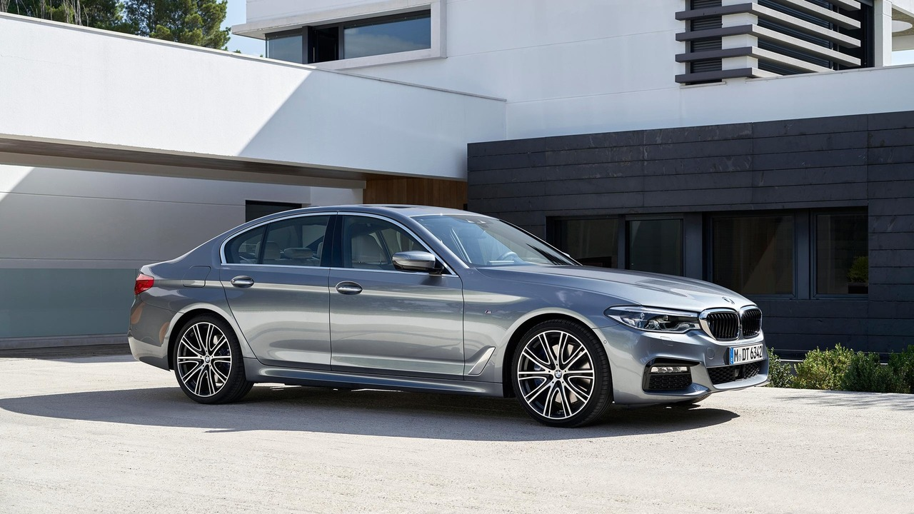 BMW 5-Series 2017 có giá bán từ 52.195 USD