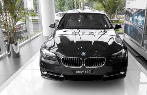 Đình chỉ một Cục trưởng hải quan vì cho nhập lô xe BMW giấy tờ giả