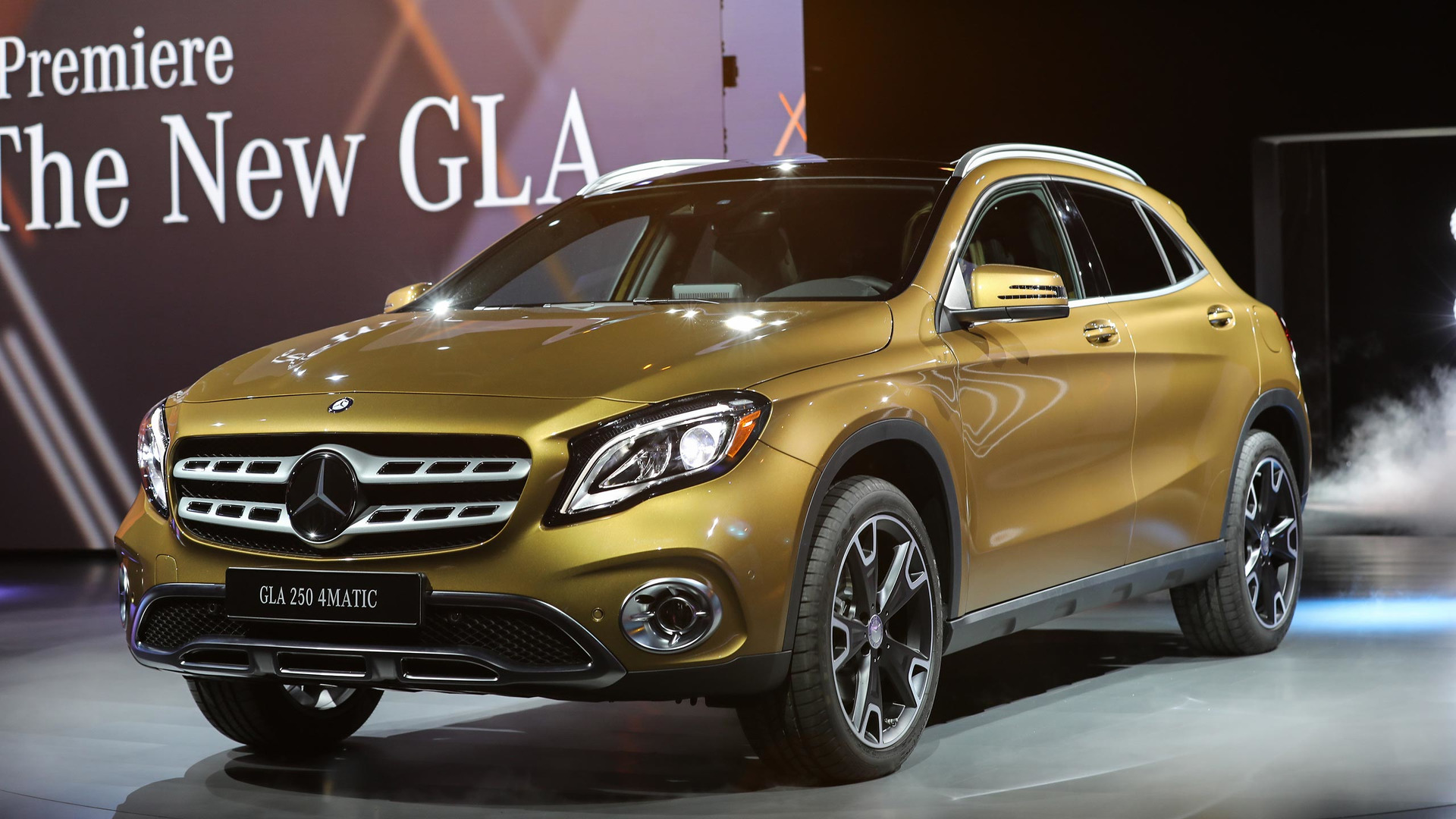 Tìm kiếm sự khác biệt giữa Mercedes-Benz GLA 2017 và 2014