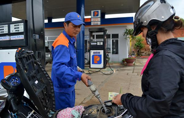 Xăng giữ giá, dầu tăng thêm 200 đồng/lít