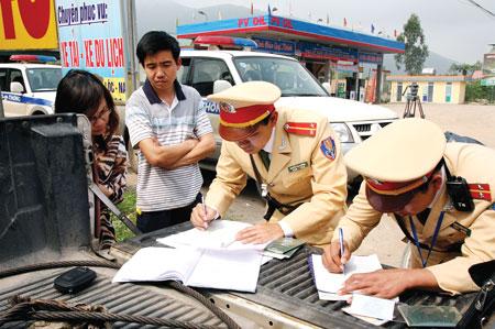 Xử lý nghiêm vi phạm giao thông qua đường dây nóng