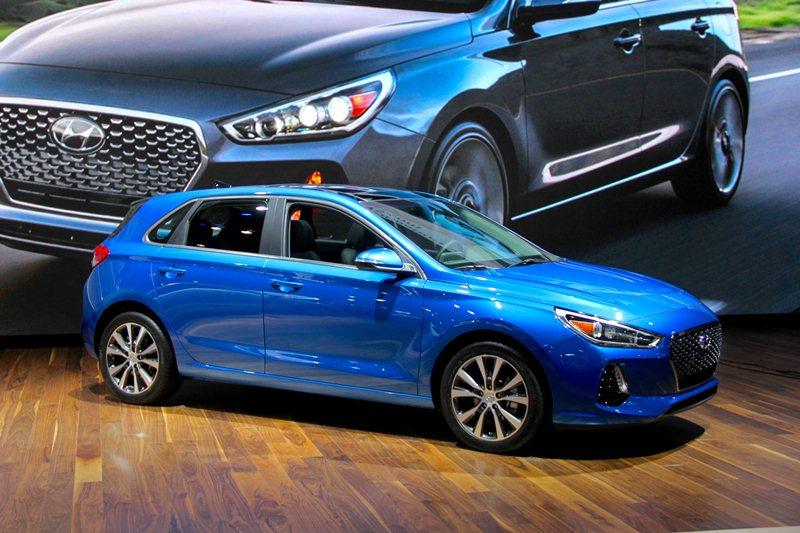 Hyundai Elantra GT trình làng, đối thủ cạnh tranh với Mazda 3