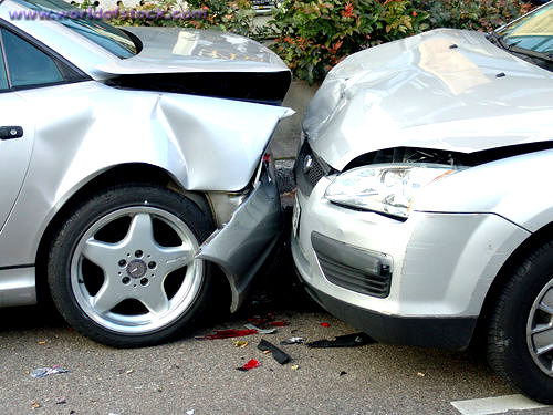 Những điều cần làm ngay sau khi gặp tai nạn ô tô