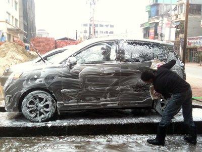 Cẩn trọng khi rửa động cơ xe hơi bằng nước