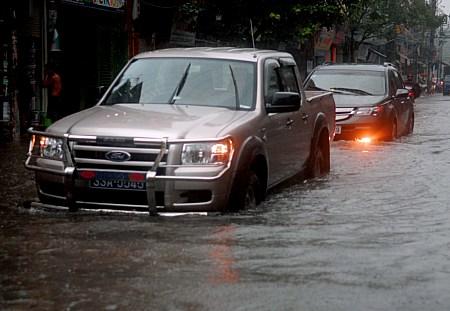 Cấp cứu cho xe hơi ngộp nước bằng cách nào?