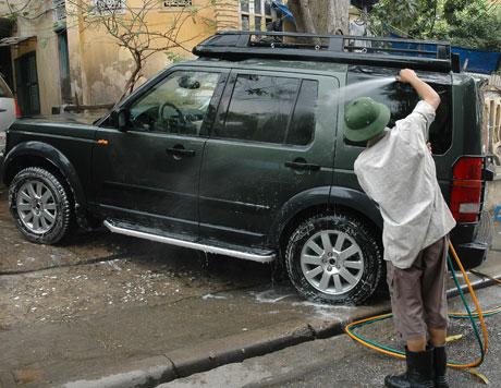 Rửa sạch bụi trên động cơ bằng cách nào?