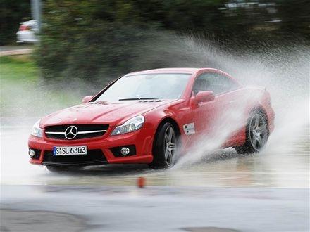 12 lời khuyên lái xe khi trời mưa