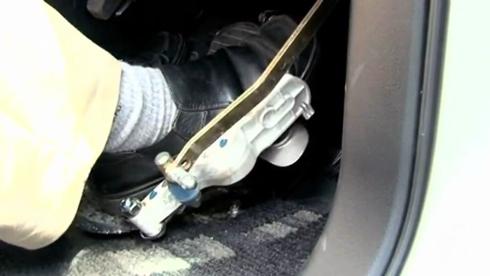 Giải pháp hạn chế nhầm chân phanh và ga trên ôtô