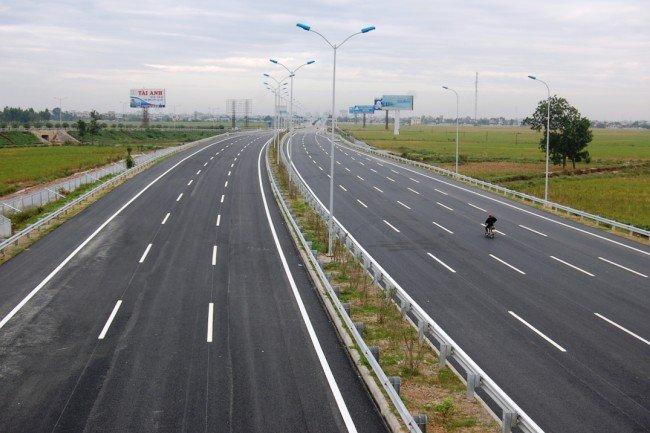Kinh nghiệm lái xe trên đường cao tốc