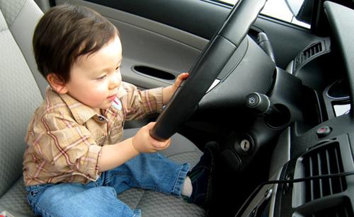 Những lỗi khi cho trẻ đi ôtô