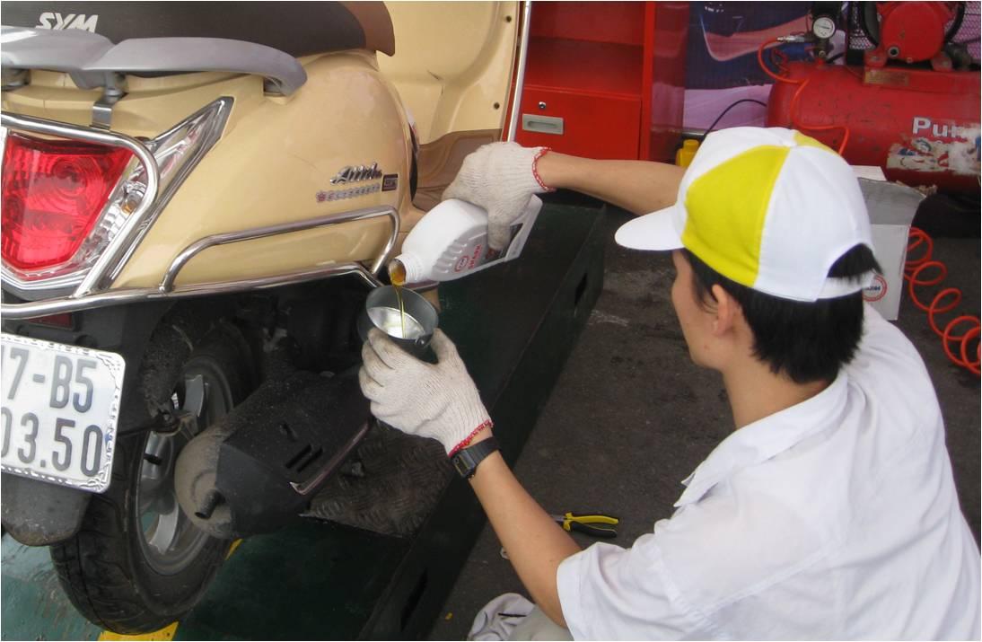 Sự khác nhau giữa dầu nhớt xe số và xe tay ga