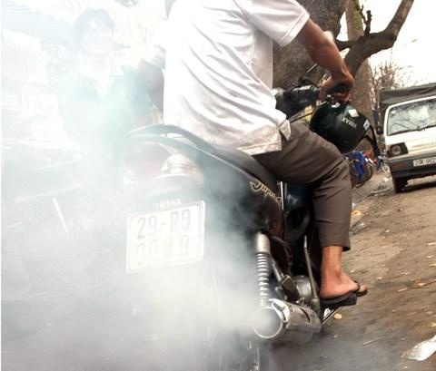 Nguy cơ ung thư từ... khí thải xe máy