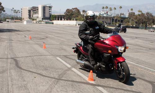Chạy xe máy sao cho không ngã?