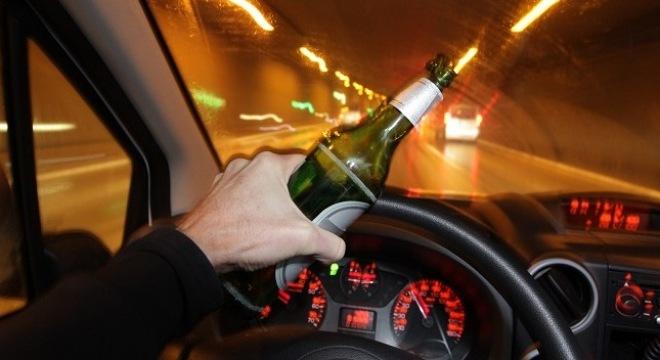 Những lý do khiến bạn từ bỏ việc uống rượu khi lái xe