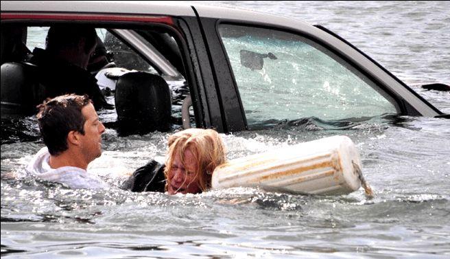 Kỹ năng cơ bản để thoát hiểm khi ô tô lao chìm xuống nước