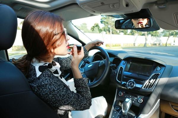 Những lưu ý cầm lái an toàn dành cho chị em phụ nữ