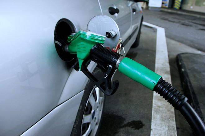 Tư vấn: Lý do nào khi đổ xăng thì xe nên phải tắt máy?