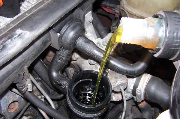 Tư vấn: Người mới mua xe nên dùng loại dầu phanh ô tô nào mới yên tâm?